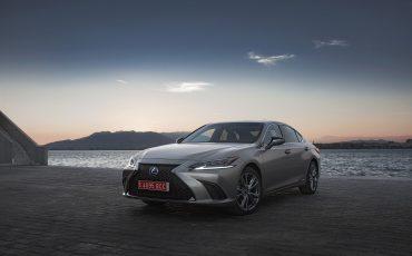 69-Lexus-ES-300h-Sonic-Titanium-static