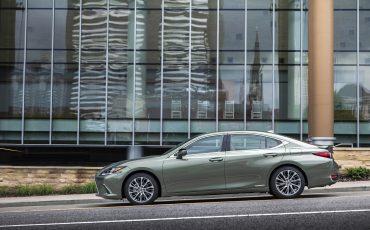 01-Lexus-ES-300H-SUN-LIGHT-GREEN