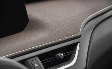 01-Lexus-UX-250h