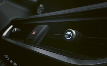 01-Lexus-UX-250h-Tech
