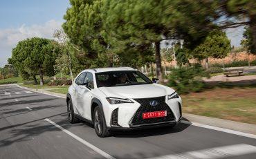 01-Lexus-UX-250h-White-Dynamic