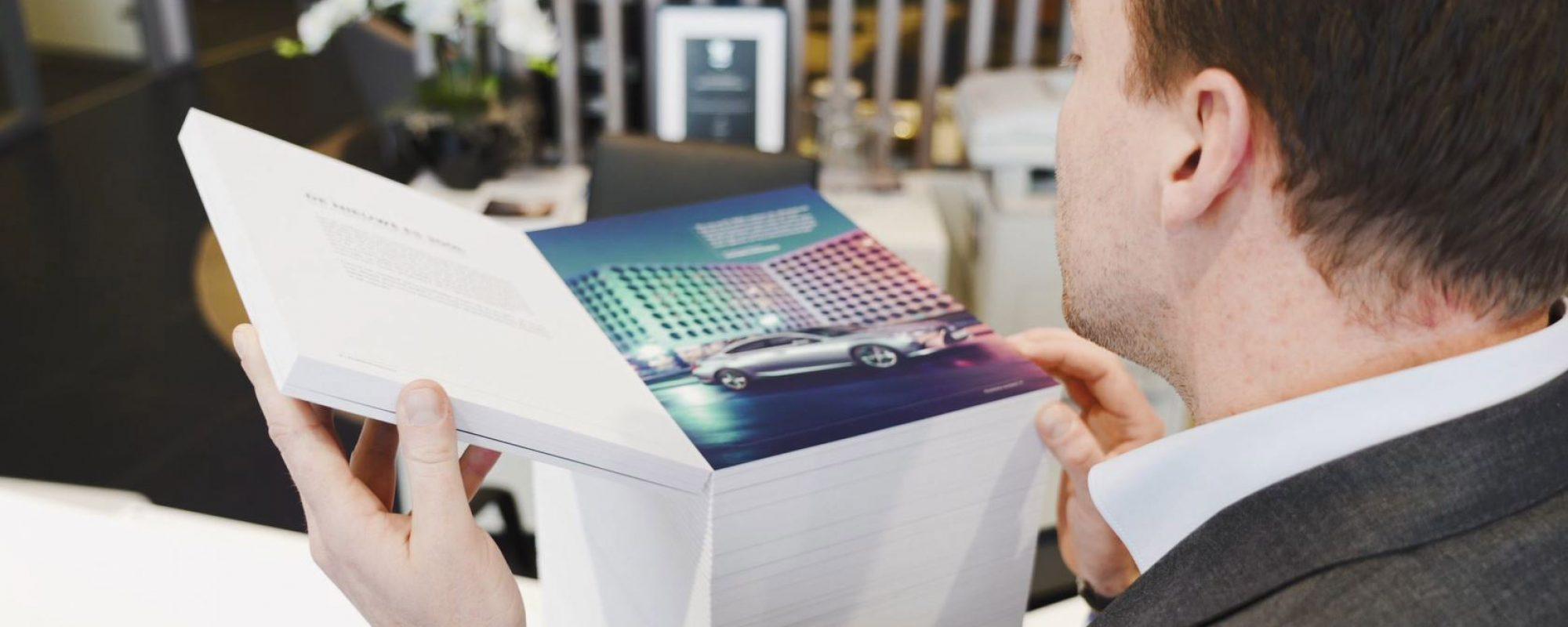 Lexus ontwikkelt 'allesbehalve standaard'-brochure voor nieuwe LexusES300[h]
