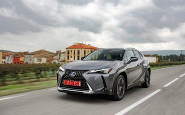 02-Lexus-UX-250h-Grey-Dynamic