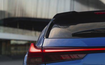 02-Lexus-UX-efour-celestiablue-luxury