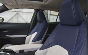 02-Lexus-UX-interior-cobalt