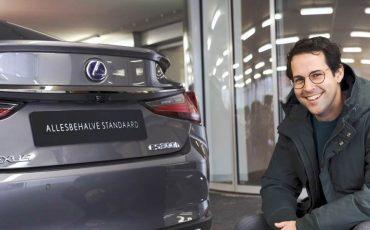 02-Lexus-ontwikkelt-allesbehalve-standaard-brochure-voor-nieuwe-Lexus-ES-300h