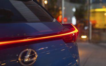 03-Lexus-UX-efour-celestiablue-luxury