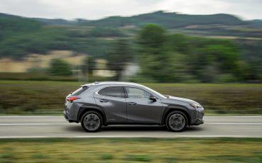 04-Lexus-UX-250h-Grey-Dynamic