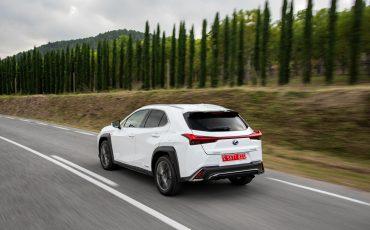 04-Lexus-UX-250h-White-Dynamic