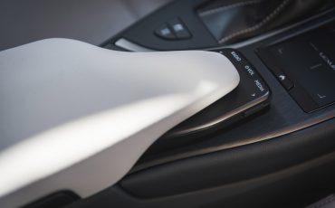 04-Lexus-UX-interior-cobalt