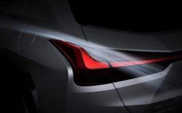 05-Lexus-UX-250h-Tech