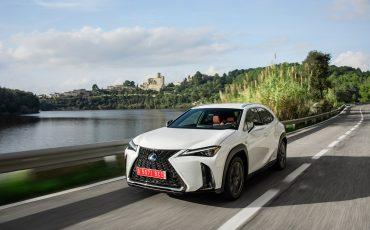 06-Lexus-UX-250h-White-Dynamic