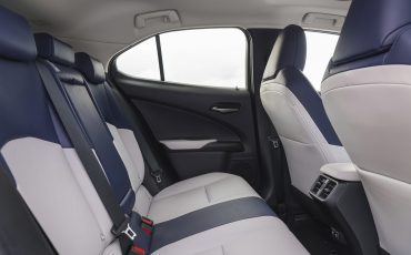 06-Lexus-UX-interior-cobalt