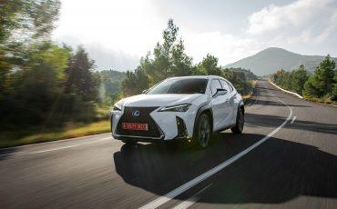 07-Lexus-UX-250h-White-Dynamic