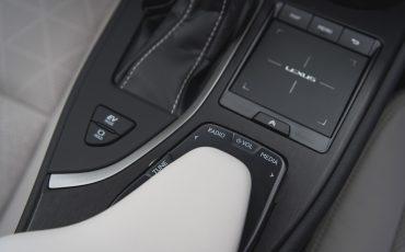 07-Lexus-UX-interior-cobalt