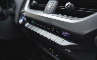 08-Lexus-UX-interior-cobalt
