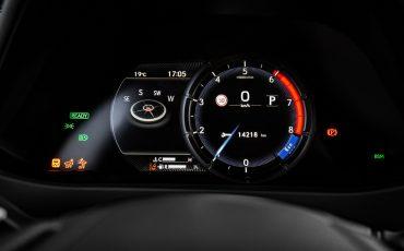 12-Lexus-UX-250h-White-Dynamic