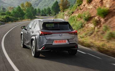 16-Lexus-UX-250h-Grey-Dynamic