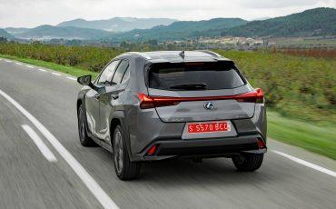 17-Lexus-UX-250h-Grey-Dynamic