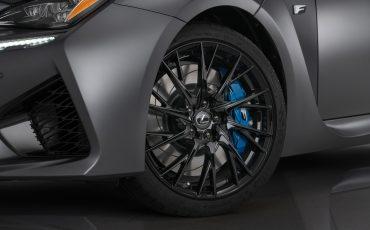 12-Lexus-ontwikkelt-reclamecampagne-voor-slechts-een-auto