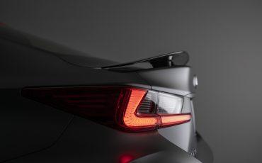 13-Lexus-ontwikkelt-reclamecampagne-voor-slechts-een-auto