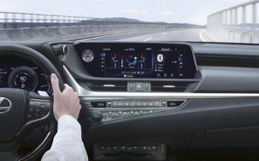 02-Digitale-buitenspiegels-voor-de-Lexus-ES