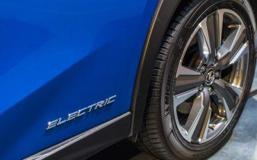 02-Geneva-Motor-Show-Lexus-met-drie-belangrijke-Europese-publieksprimeurs