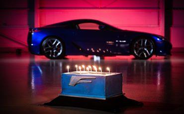 LFA: de supercar van Lexus blaast tien kaarsjes uit